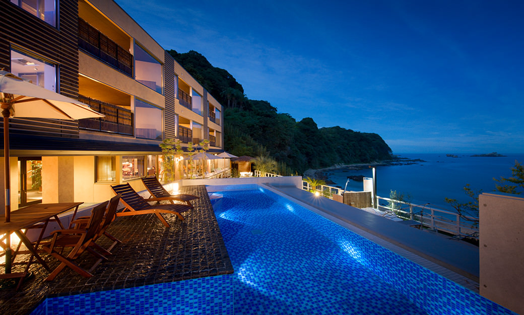 Cruise plan passengers can stay overnight at one of the Izu region's top resort hotels