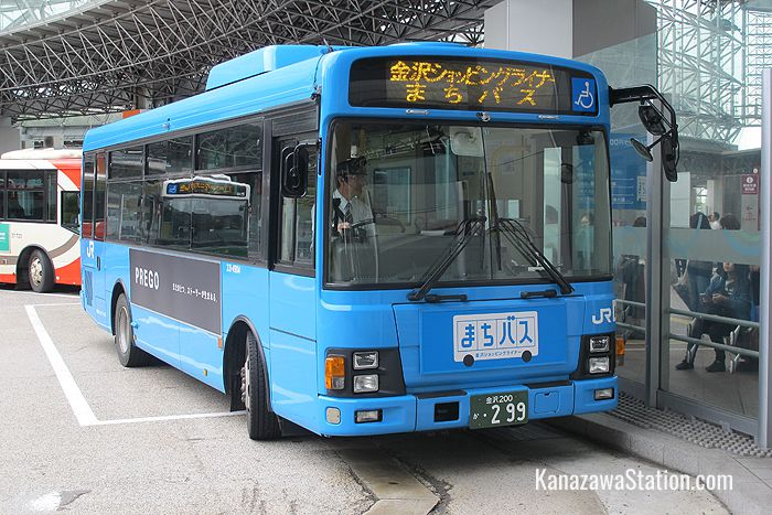 The JR Machi-Bus is also called the Kanazawa Shopping Liner