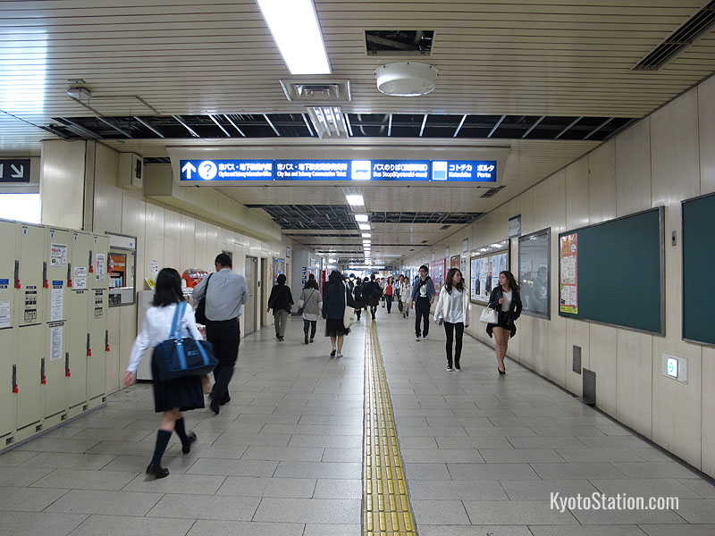 The underground passage between the Hachijo and Karasuma sides of the station