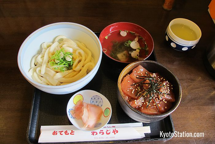 A typical lunchtime set meal of Ise udon and tekone-zushi at Okage Yokocho