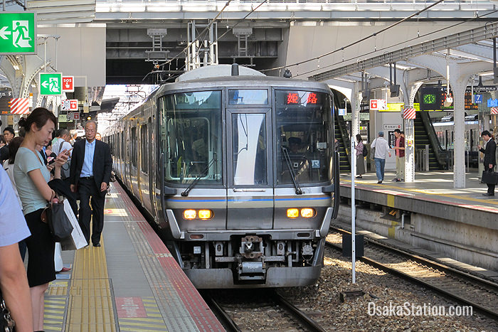A Special Rapid train on the Kobe Line arriving at Osaka Station
