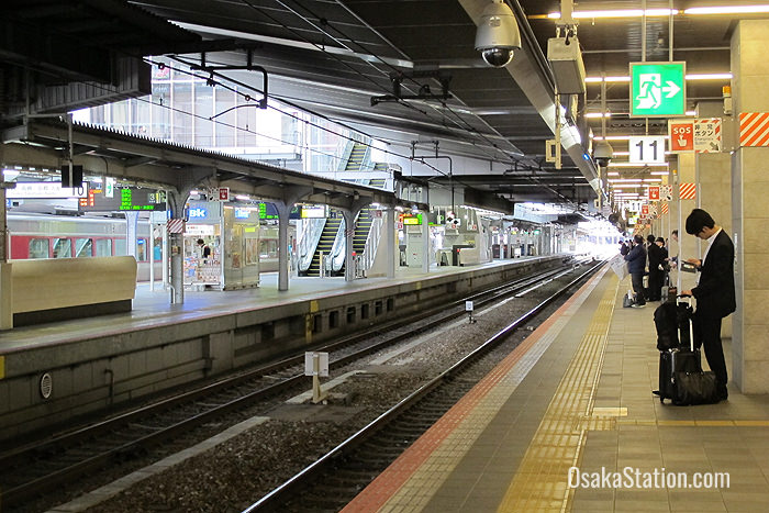 The Sunrise Express stops at Osaka Station's Platform 11. Photo by Michael Lambe