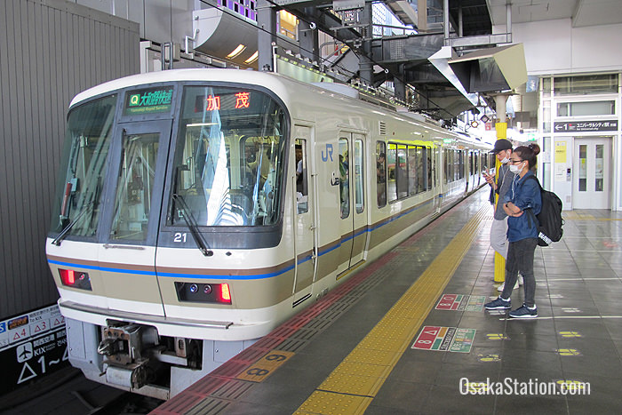 A Yamatoji Rapid Service train bound for Kamo at Osaka Station
