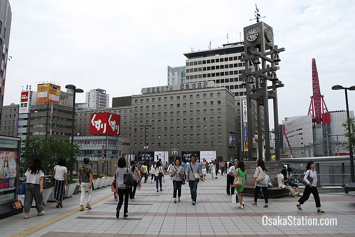Walking to the Hankyu Terminal Building from Osaka Station's Carillon Plaza