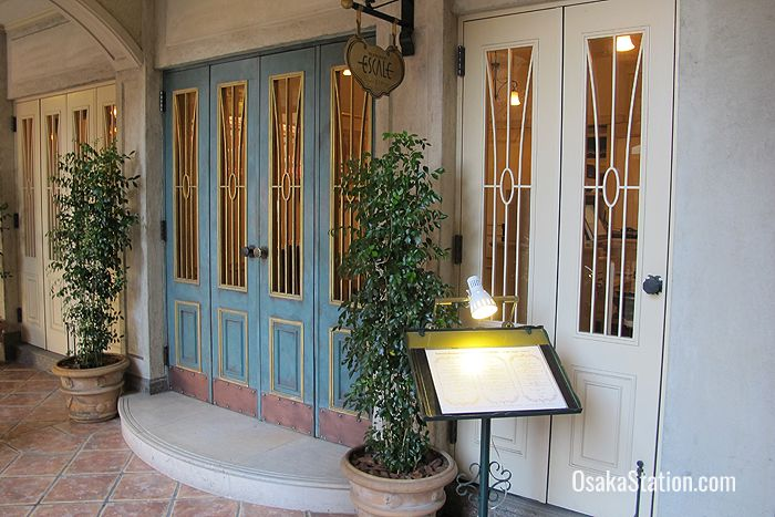 The entrance to the restaurant Escale