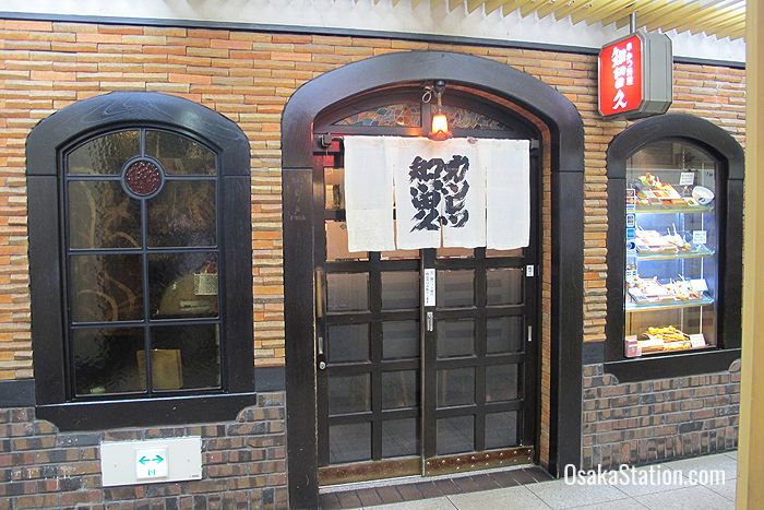 Shiruhisa is an old and elegant kushikatsu restaurant in the basement of the Umeda OS Building