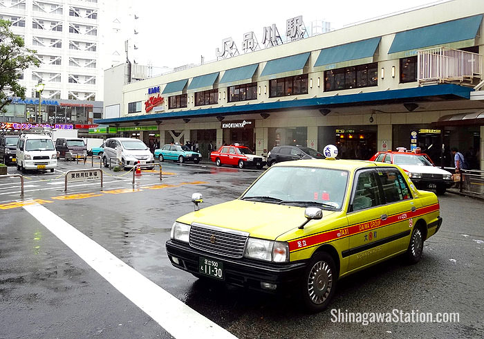 Taxis and a police box can be found on the west or Takanawa side of the station