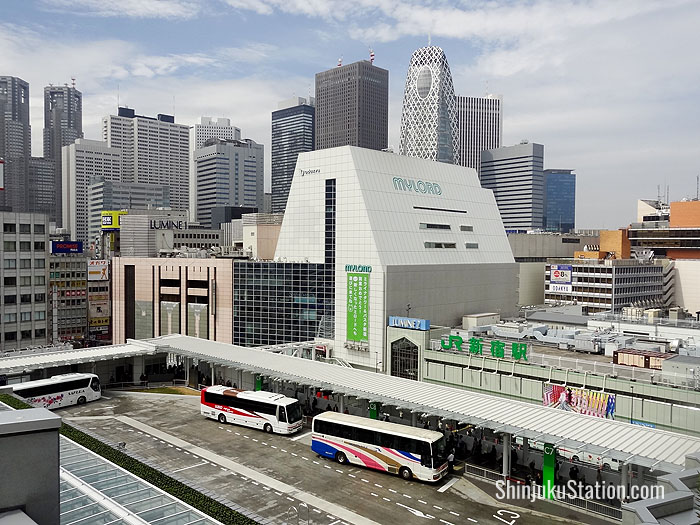 A view of the Basuta Shinjuku bus terminal, with the Mylord and Lumine shopping malls at Shinjuku Station in the background
