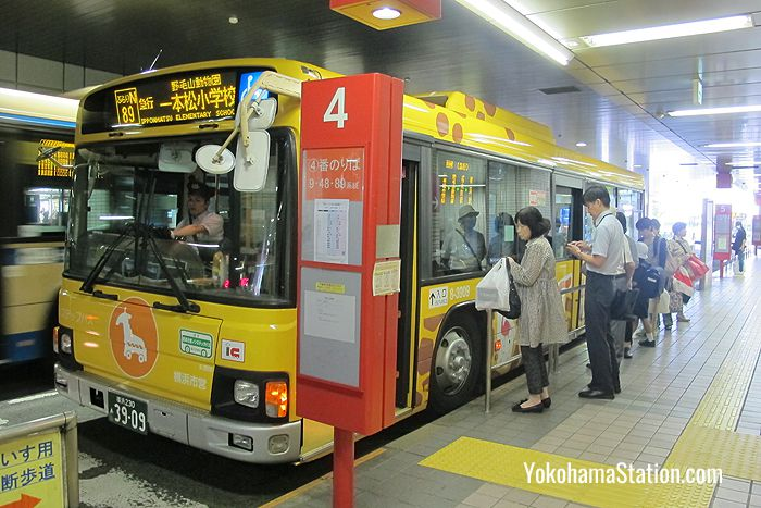 The N Route Burari-Nogeyama-Dobutsuen Bus at bus stop 4